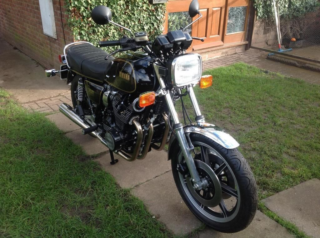 Yamaha XS1100 - 1980 - Front Forks, Front Wheel and Headlight.