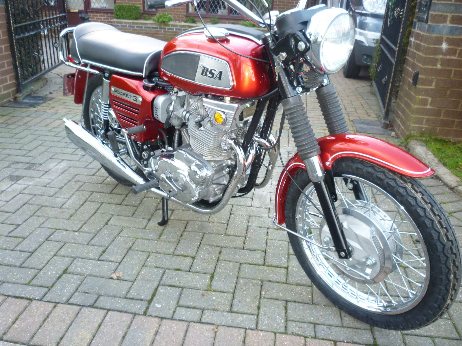 BSA Rocket 3 - 1969 - Exhaust System, Forks, Seat, Gas Tank and Knee Pads.