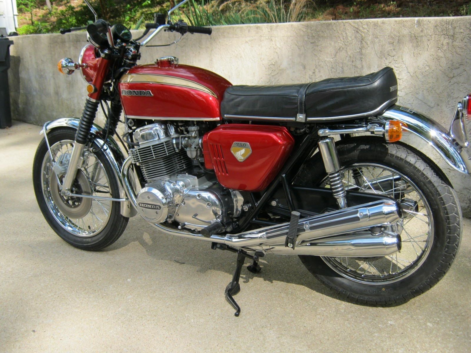 Honda CB750K0 -1969 - Motor and Transmission, Exhaust Pipes, HM300, Seat, Fuel Tank and Honda Badge.