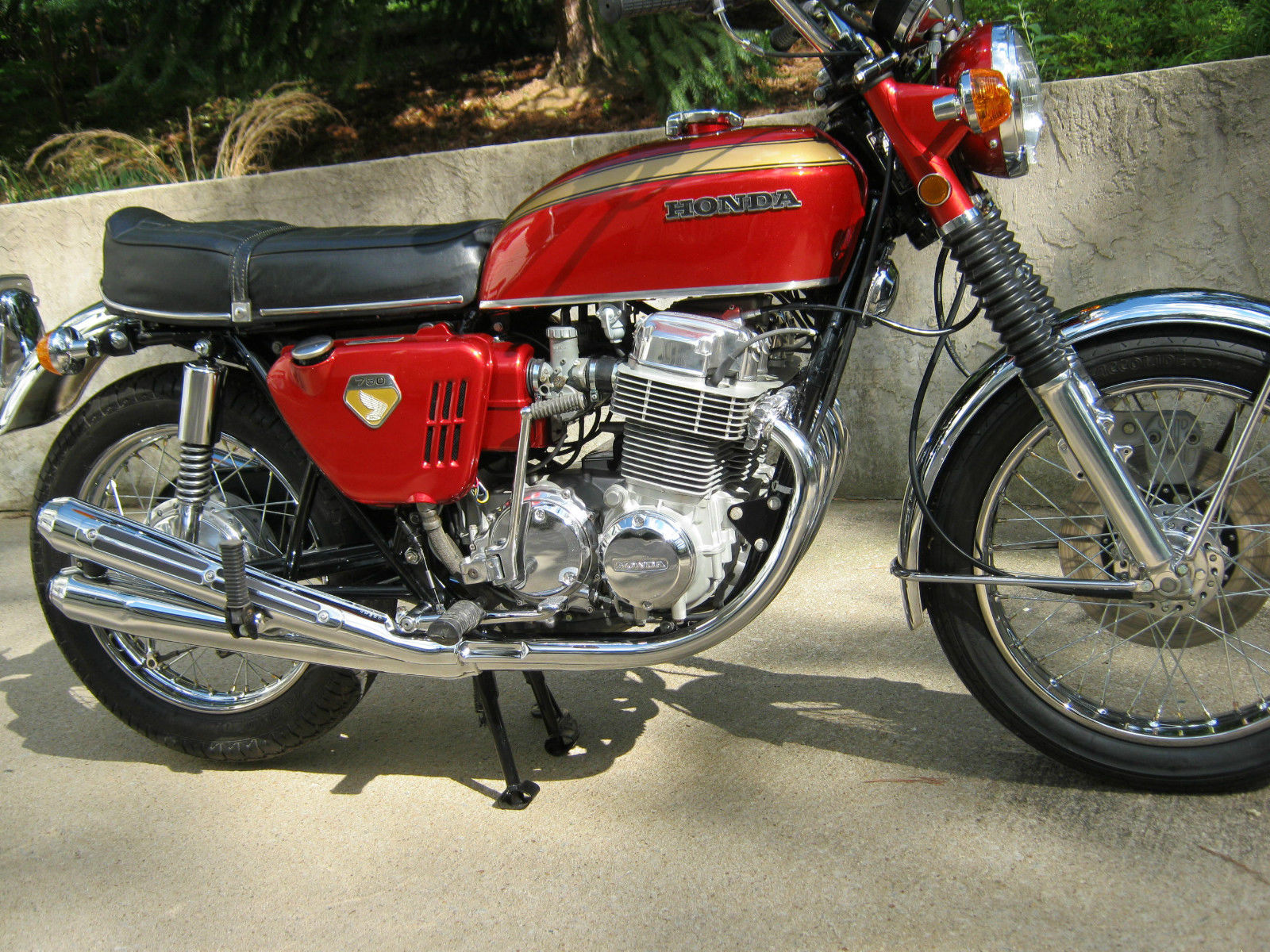 Honda CB750K0 -1969 - Fuel Tank, Side Panel, Fork Ears, Reflector and Kick Start.