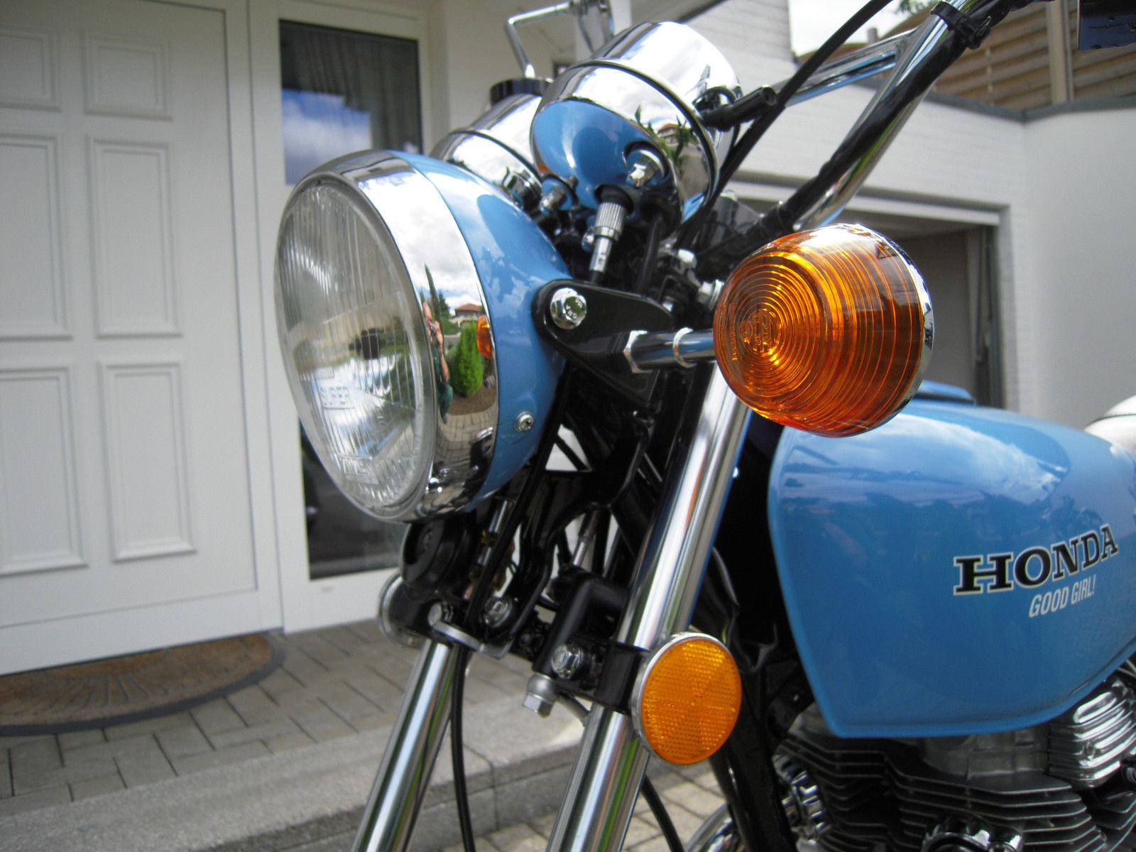 Honda CB360 - 1979 - Headlight, Flasher, Reflector, Clocks and Forks.