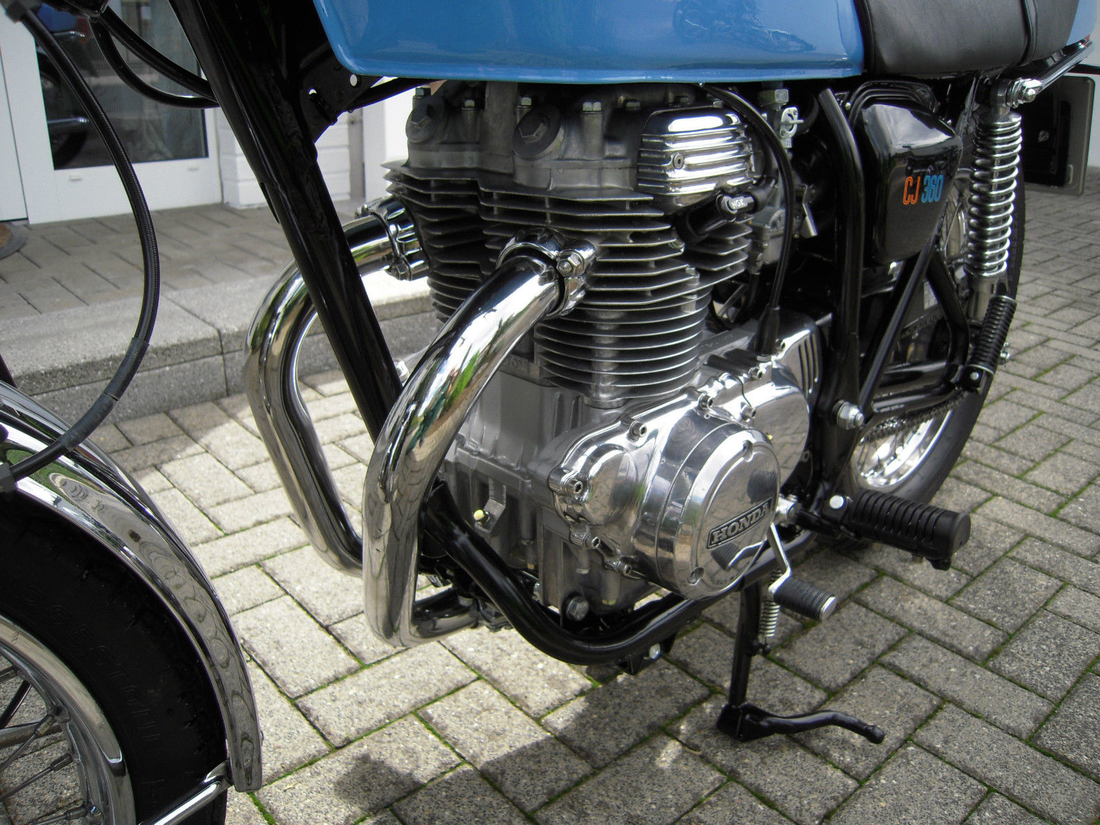 Honda CB360 - 1979 - Engine and Gearbox, Motor and Transmission, Exhaust Pipes and Frame Down Tube.