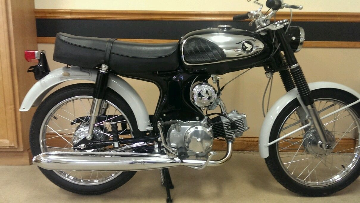 Honda S90 -1966 - Right Side View, Rear Fender, Motor and Transmission, Exhaust and Kick Start.