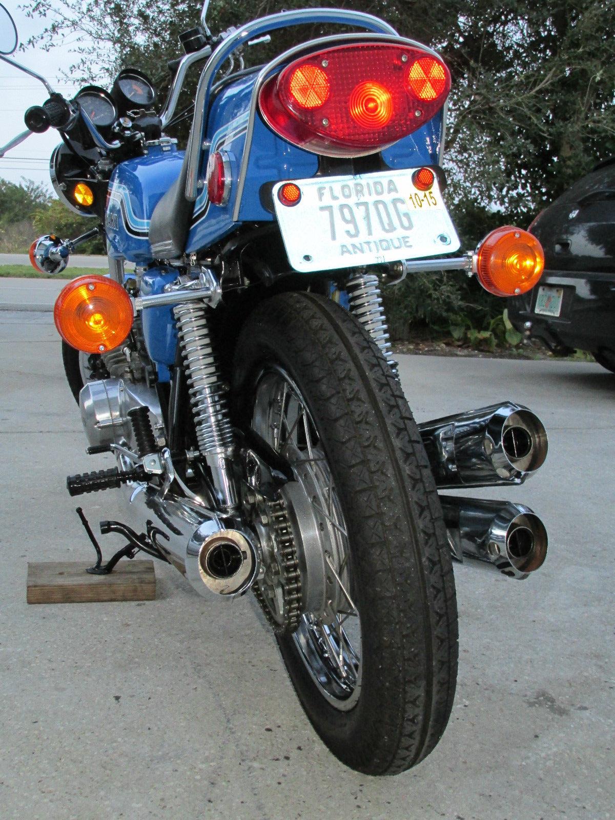 Kawasaki H2 - 1972 - Rear Wheel, Hub and Chain.