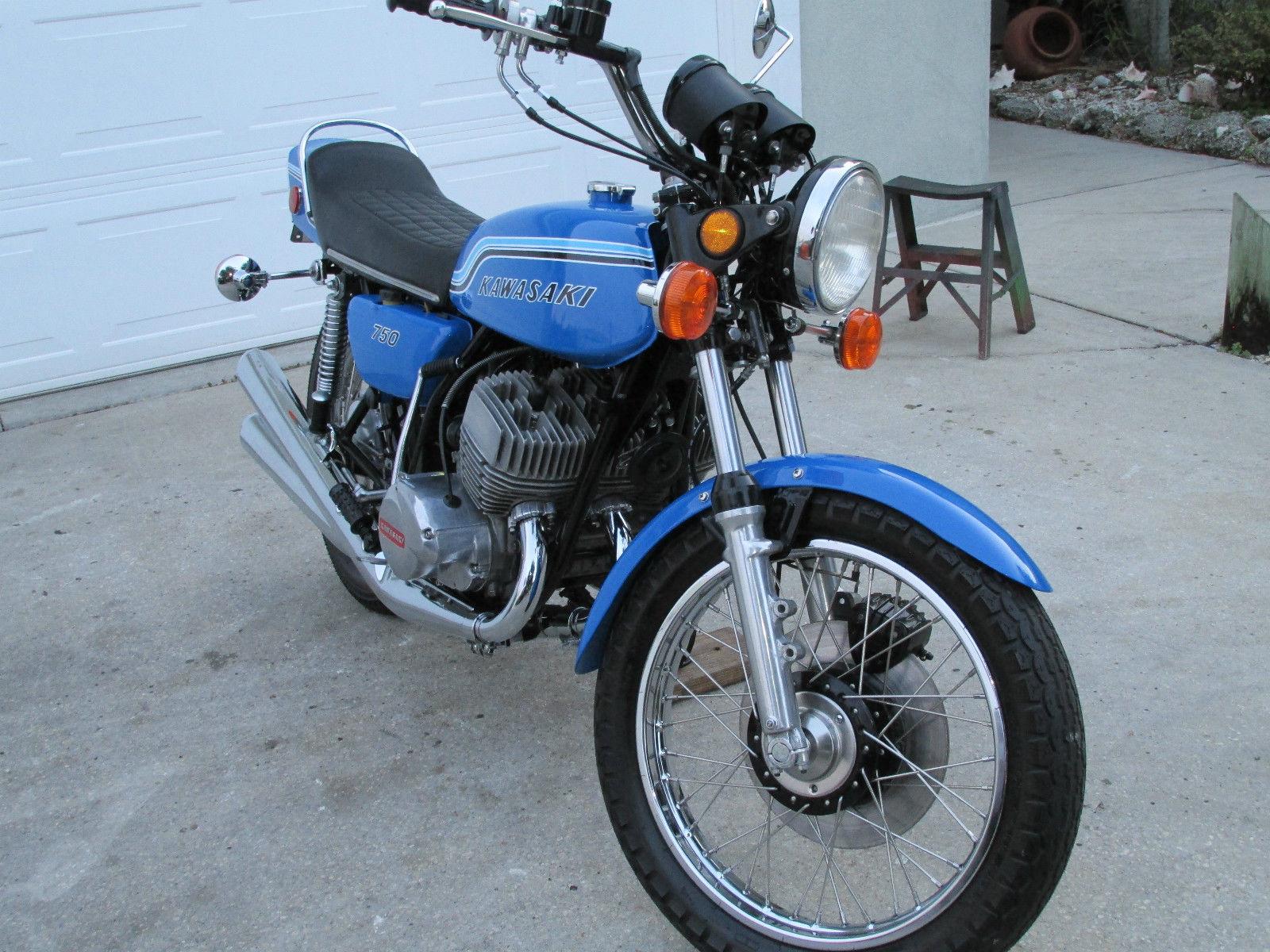 Kawasaki H2 - 1972 - Front Wheel, Forks and Fender.