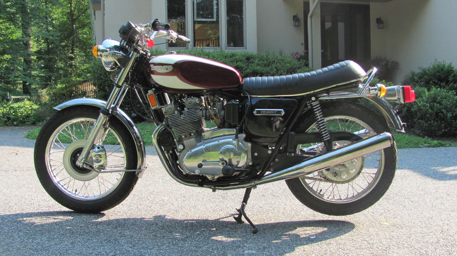 Triumph Trident T160 - 1975 - Left Side View, Triumph Tank Badge, Chain Guard, Forks and Front Fender.