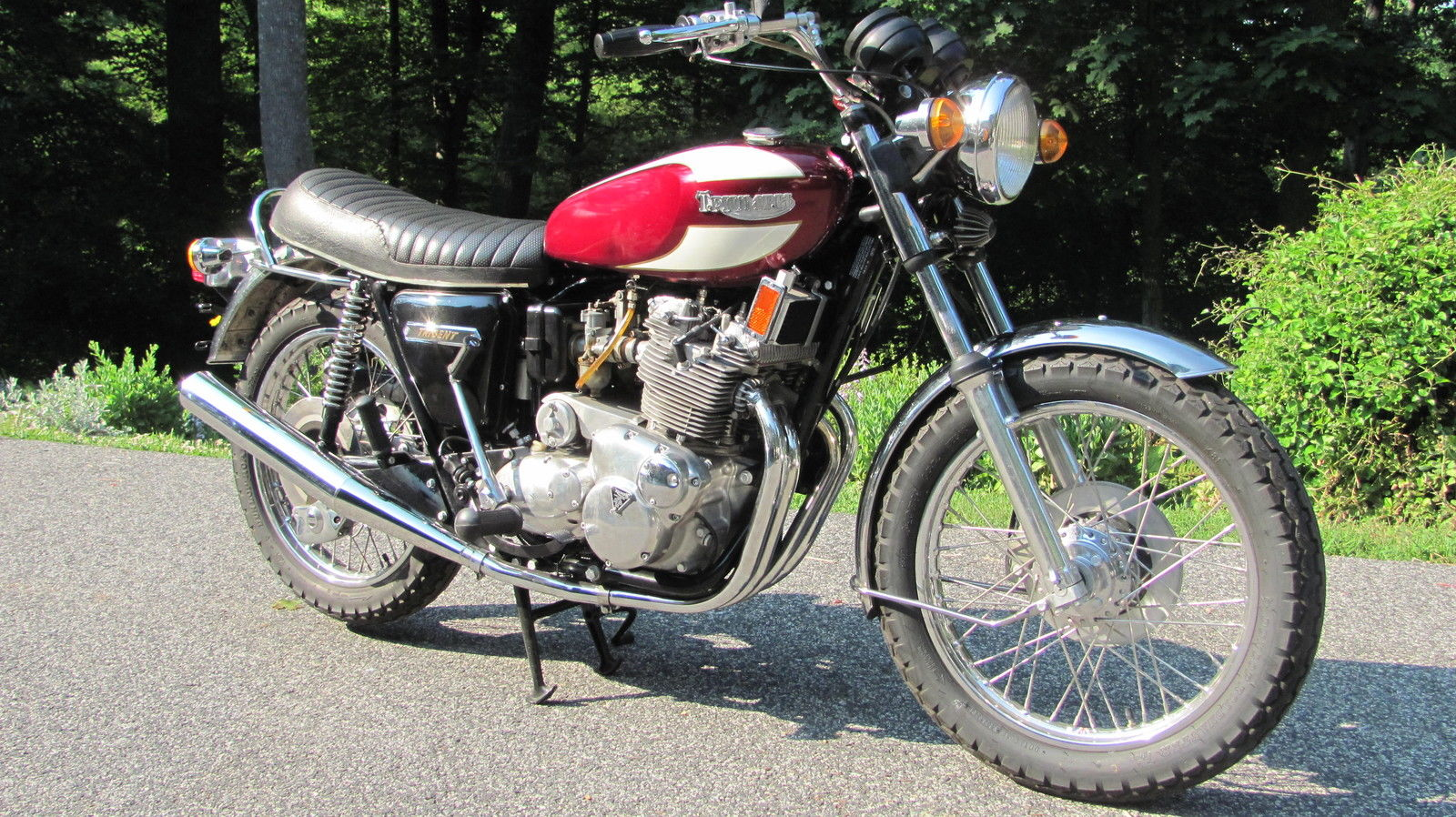 Triumph Trident T160 - 1975 - Oil Cooler, Fuel Tank, Engine and Gearbox, Carburettors, Cylinder Head and Downpipes.