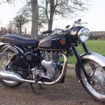 Velocette Venom - 1961 - Right Side View, Exhaust and Muffler, Stainless Mudguards, Seat and Gas Tank.
