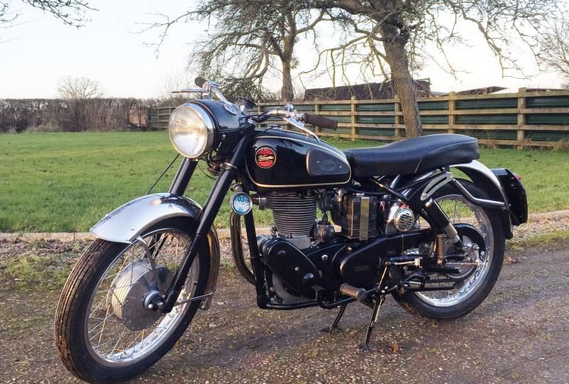 Velocette Venom - 1961 - Left side View, Engine and Gearbox, Drive Chain, Front Wheel, Mudguard and Seat.