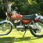Yamaha 360 RT3 - 1973 - Left Side View, Front Forks, Fuel Tank, Side Panel and Seat.