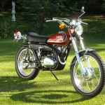Yamaha 360 RT3 - 1973 - Right Side View, Motor and Transmission, Gas Tank, Seat ans Exhaust.