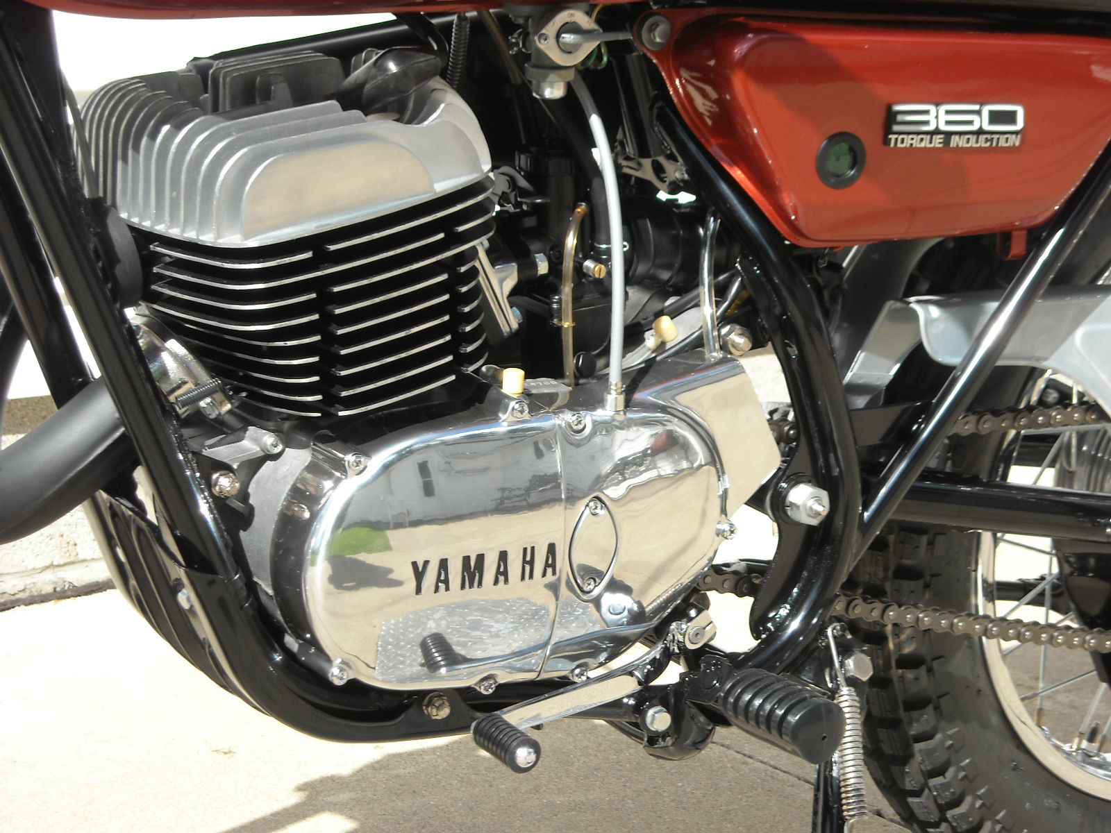 Yamaha 360 RT3 - 1973 - Gear Lever, Engine Case, Cylinder Head, Fuel Tap and Oil Tank.