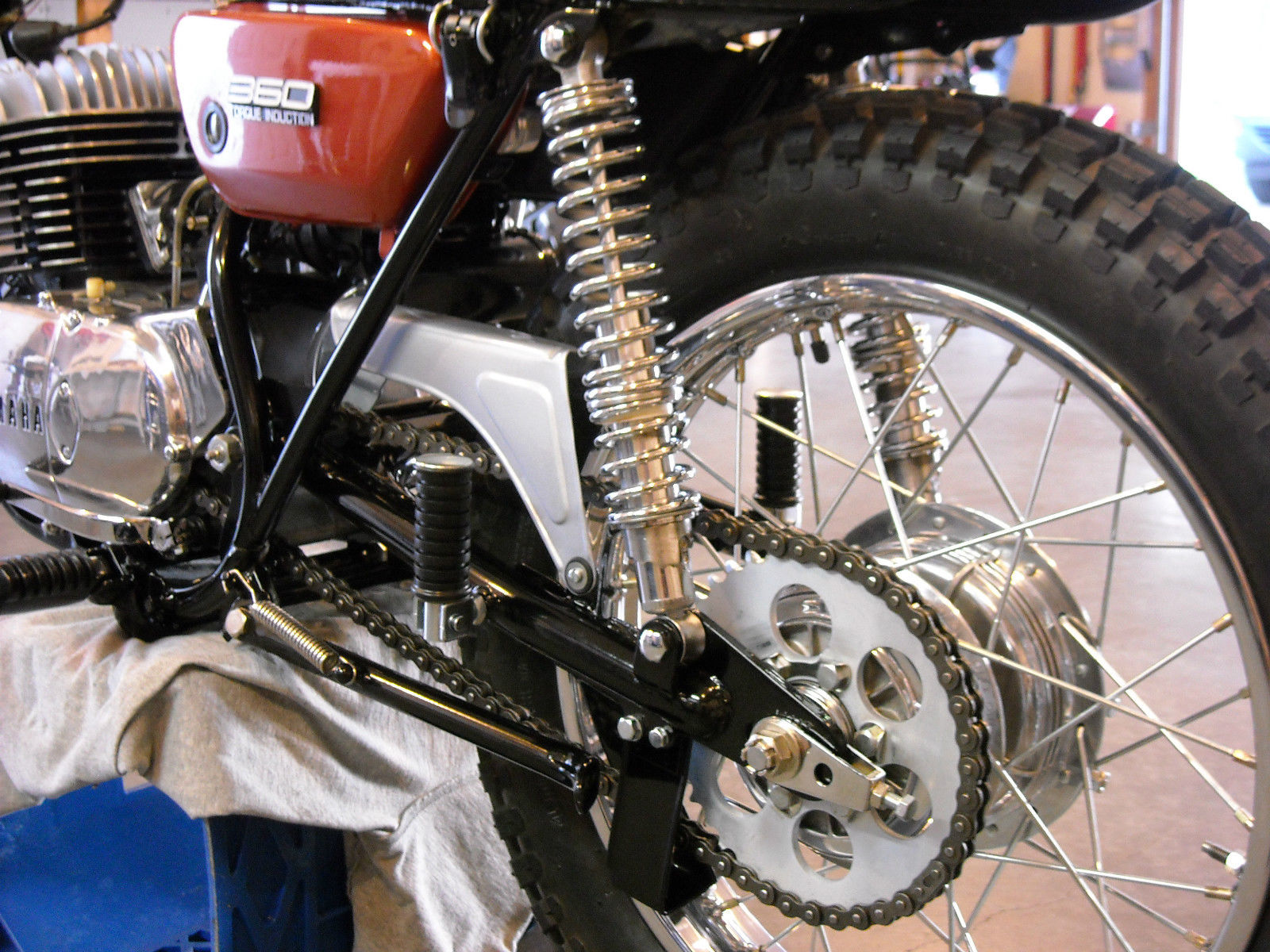 Yamaha 360 RT3 - 1973 - Swing Arm, Chain and Sprocket, Rear Footrest and Chain Guard.