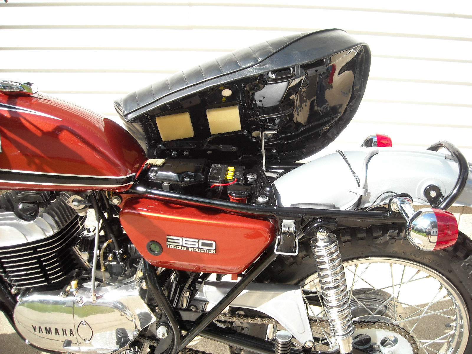 Yamaha 360 RT3 - 1973 - Seat, Frame, Side Panel and 360 Badge.
