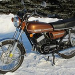 Yamaha RD250 - 1974 - Front Forks, Front Wheel, Headlight, Flashers and Handlebars.