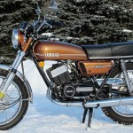 Yamaha RD250 - 1974 - Gas Tank, Mufflers, Side Panel and Frame.