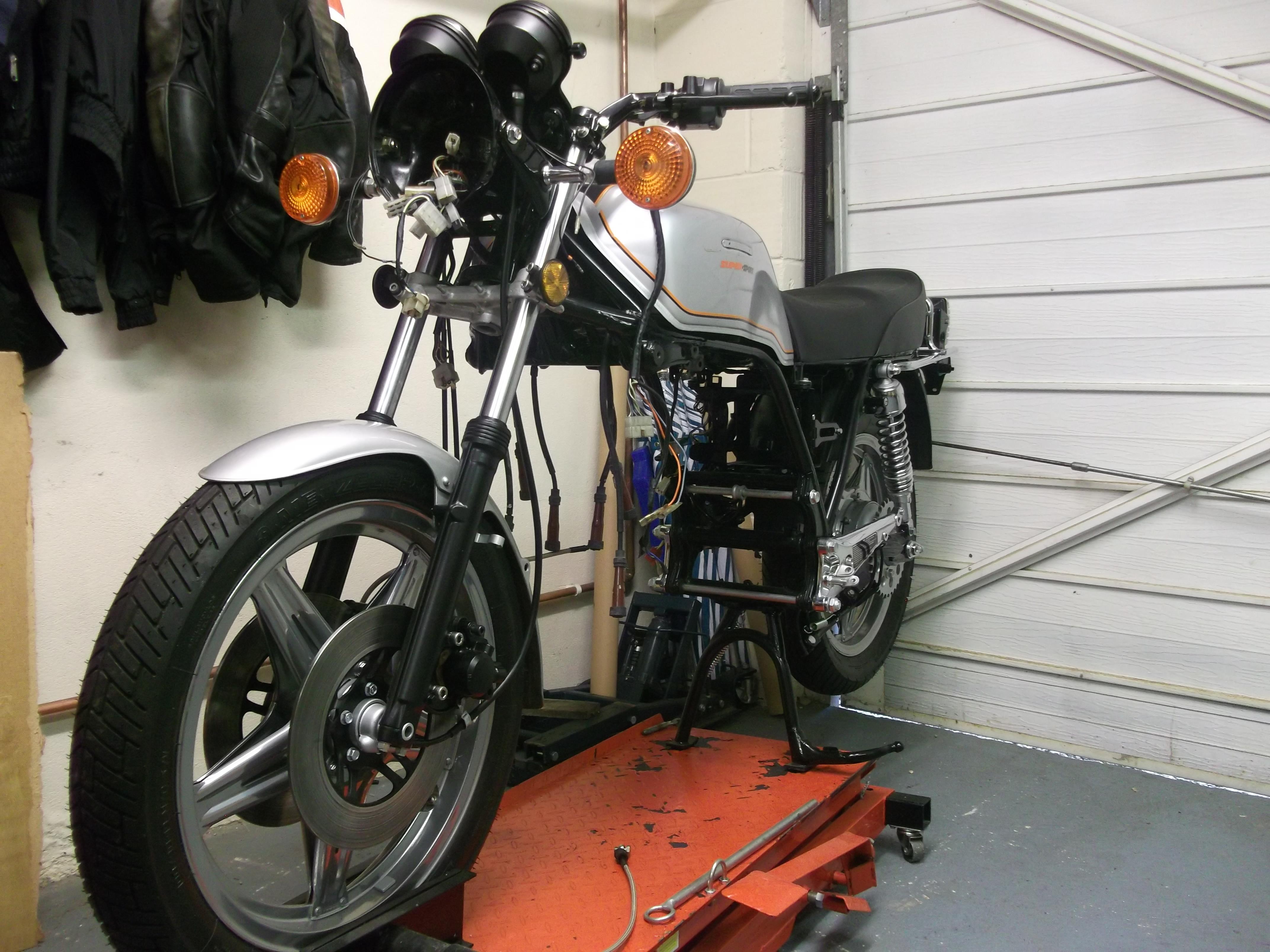 Honda CBX1000 - 1978 - Restoration, Front Forks, Frant Wheel and Mudguard.