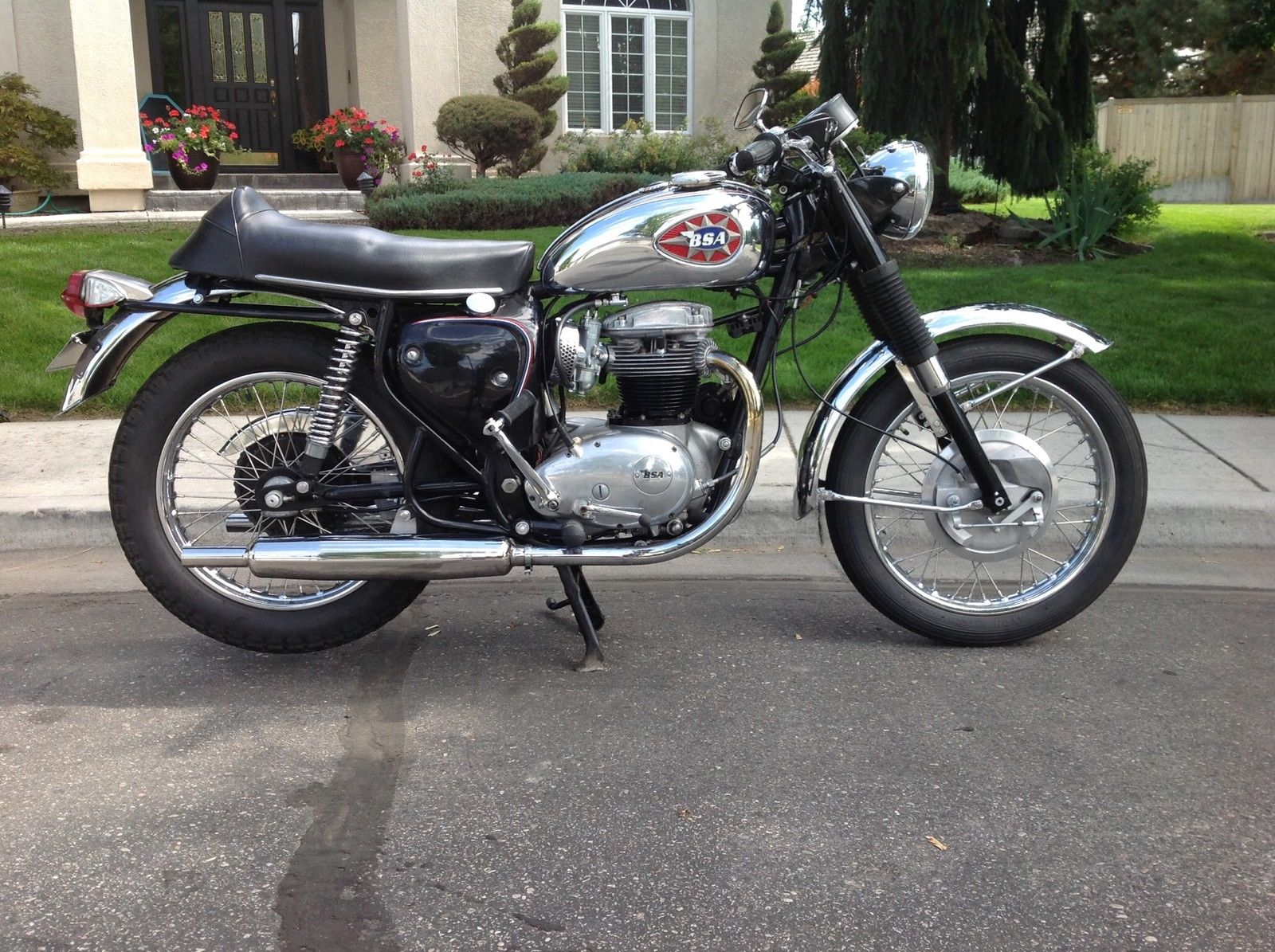 BSA A65 Lightning - 1969 - Motor and Transmission, Petrol Tank, Oil Tank and Exhaust.