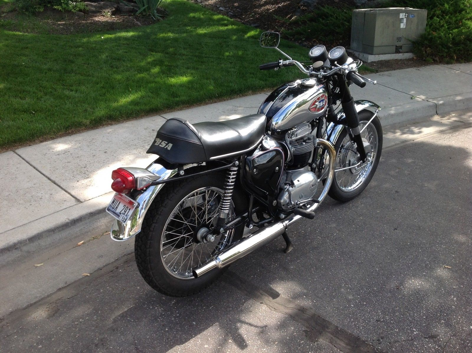 BSA A65 Lightning - 1969 - Seat, Gas Tank, Muffler, BSA Badge and Rear Wheel.