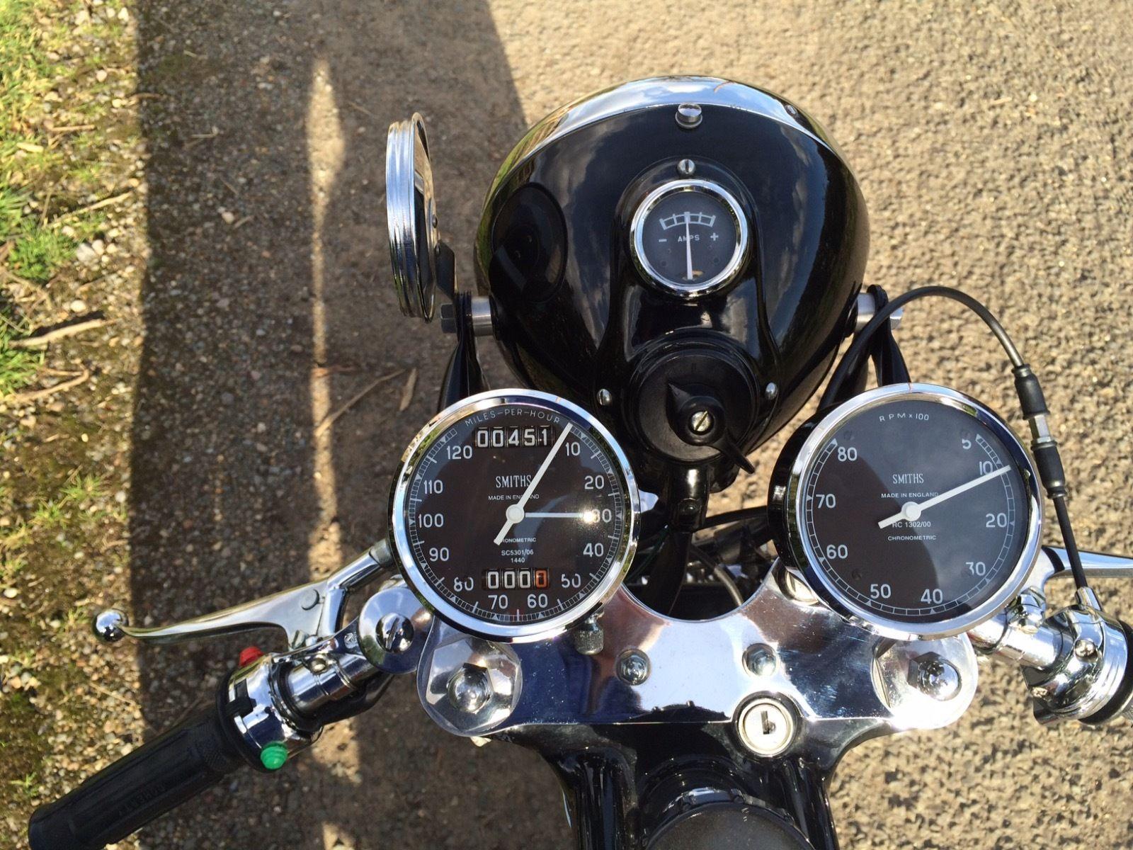 BSA Gold Star Replica - 1960 - Clocks, Speedo and Tacho, Gauges and Headlight.