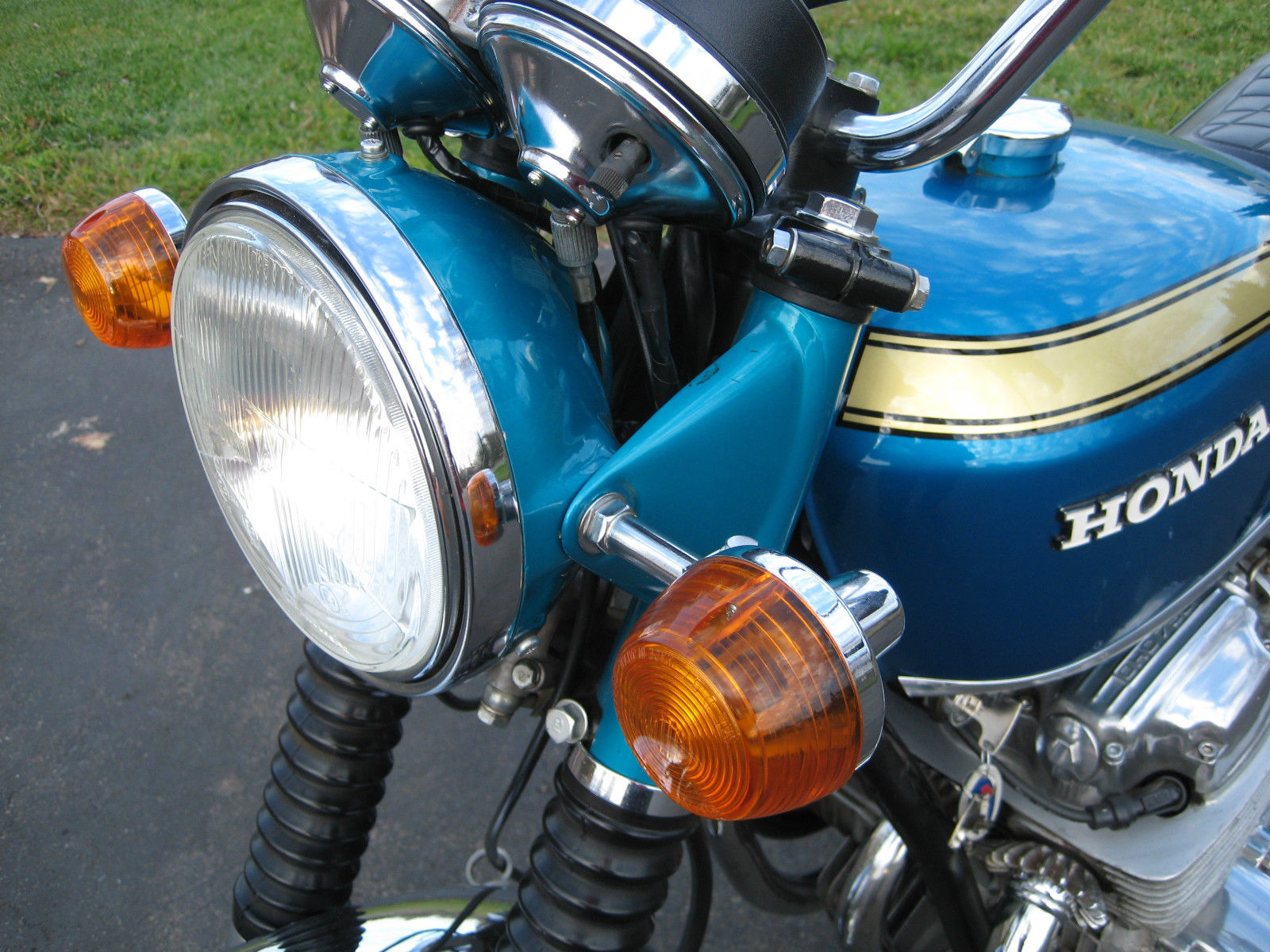 Honda CB750 K0 - 1970 - Headlight, Flashers, Clocks, and Front Forks.