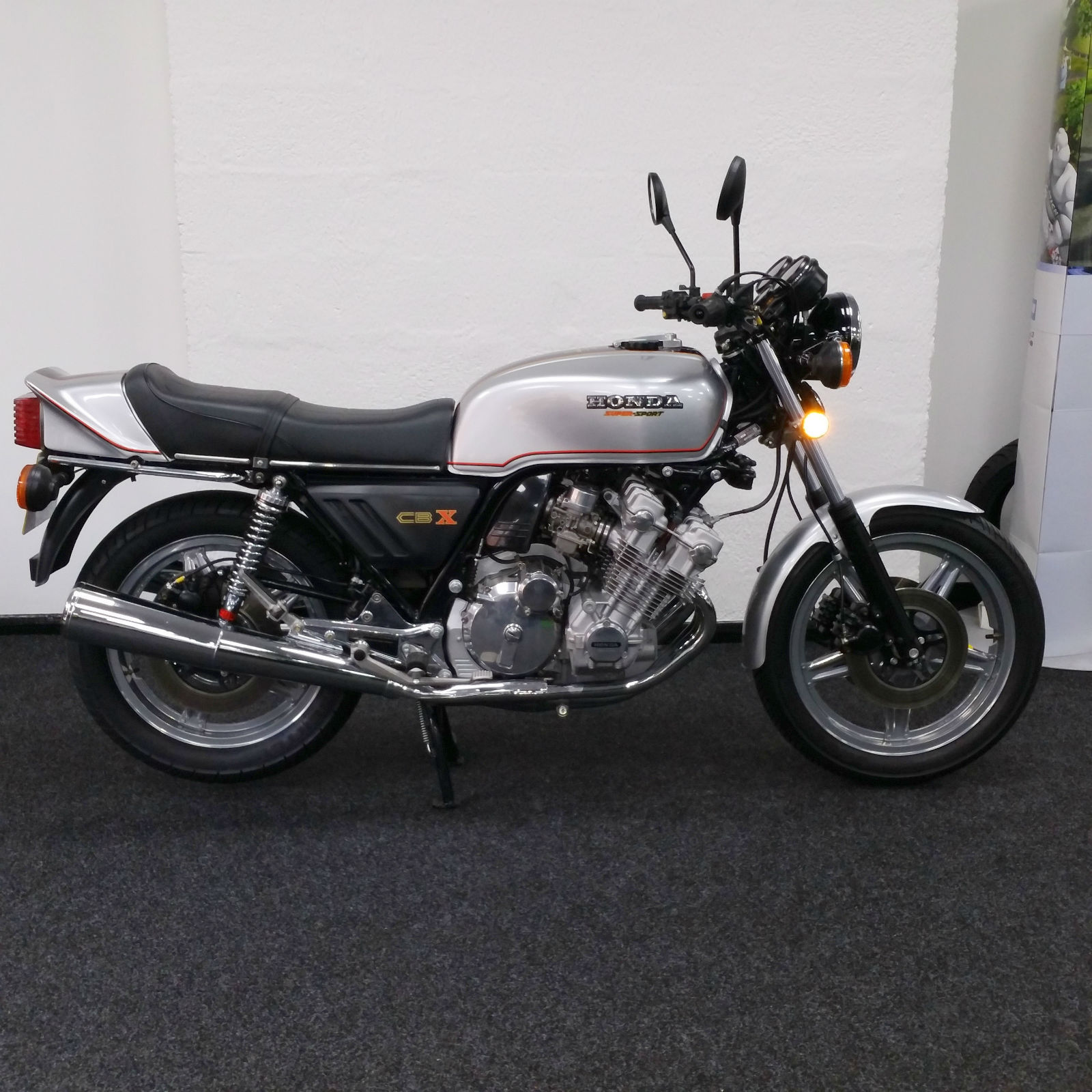 Honda CBX1000 - 1978 - Right Side View, Exhaust System, Gas Tank, Seat, Frame and Forks.