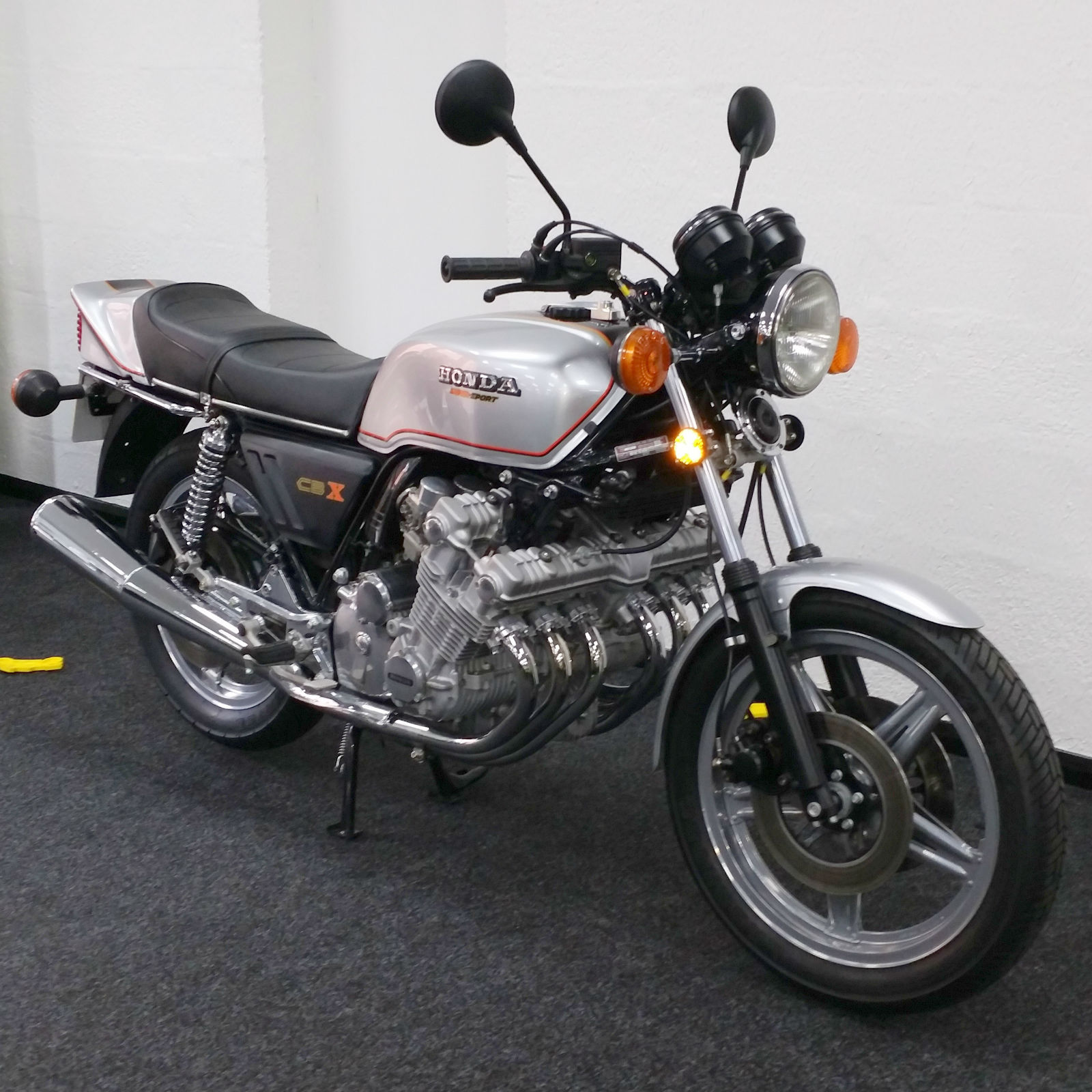 Honda CBX1000 - 1978 - Flashers, Headlight, Mirrors, Tank and Side Panels.