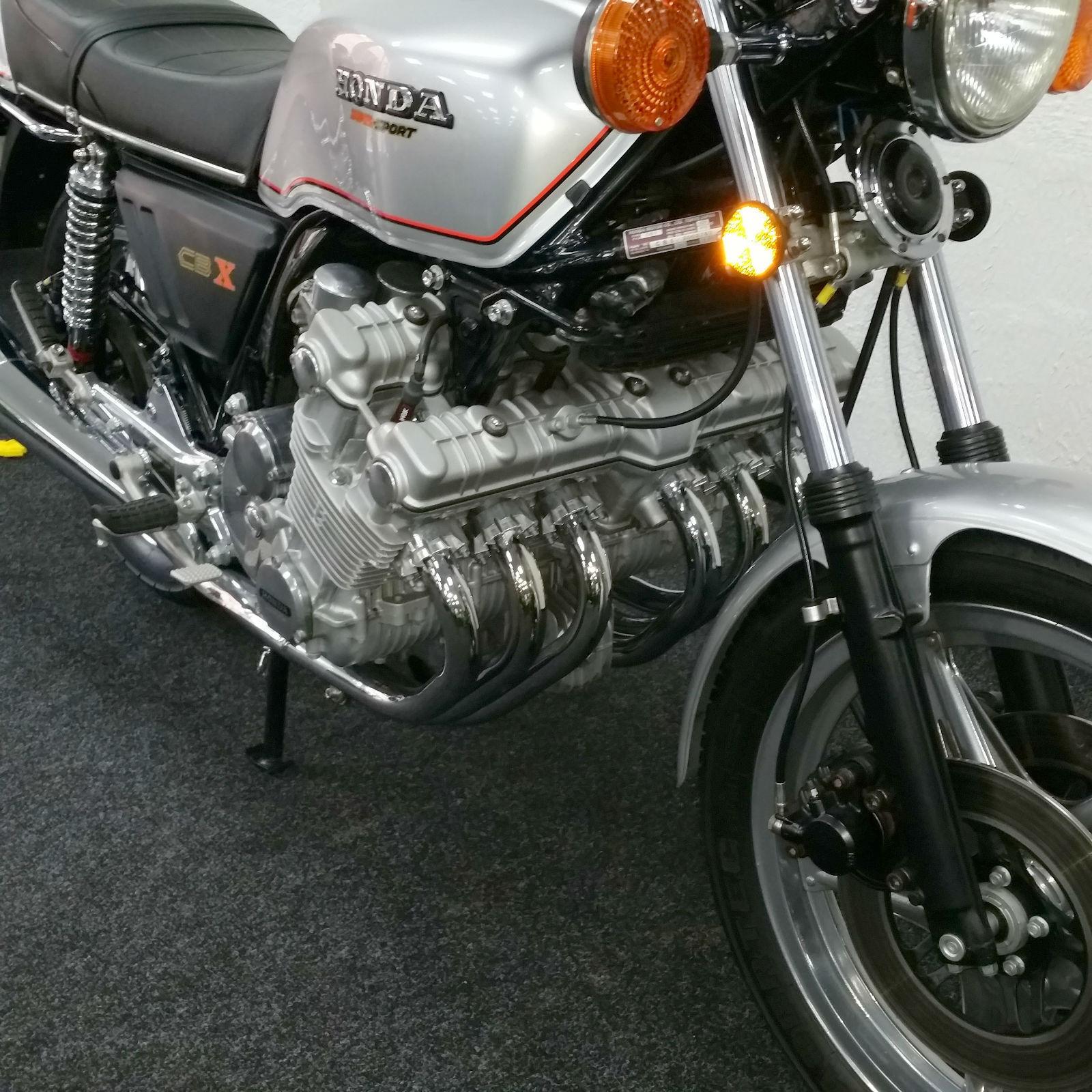 Honda CBX1000 - 1978 - Reflector, Engine Cam Cover, Forks and Frame.