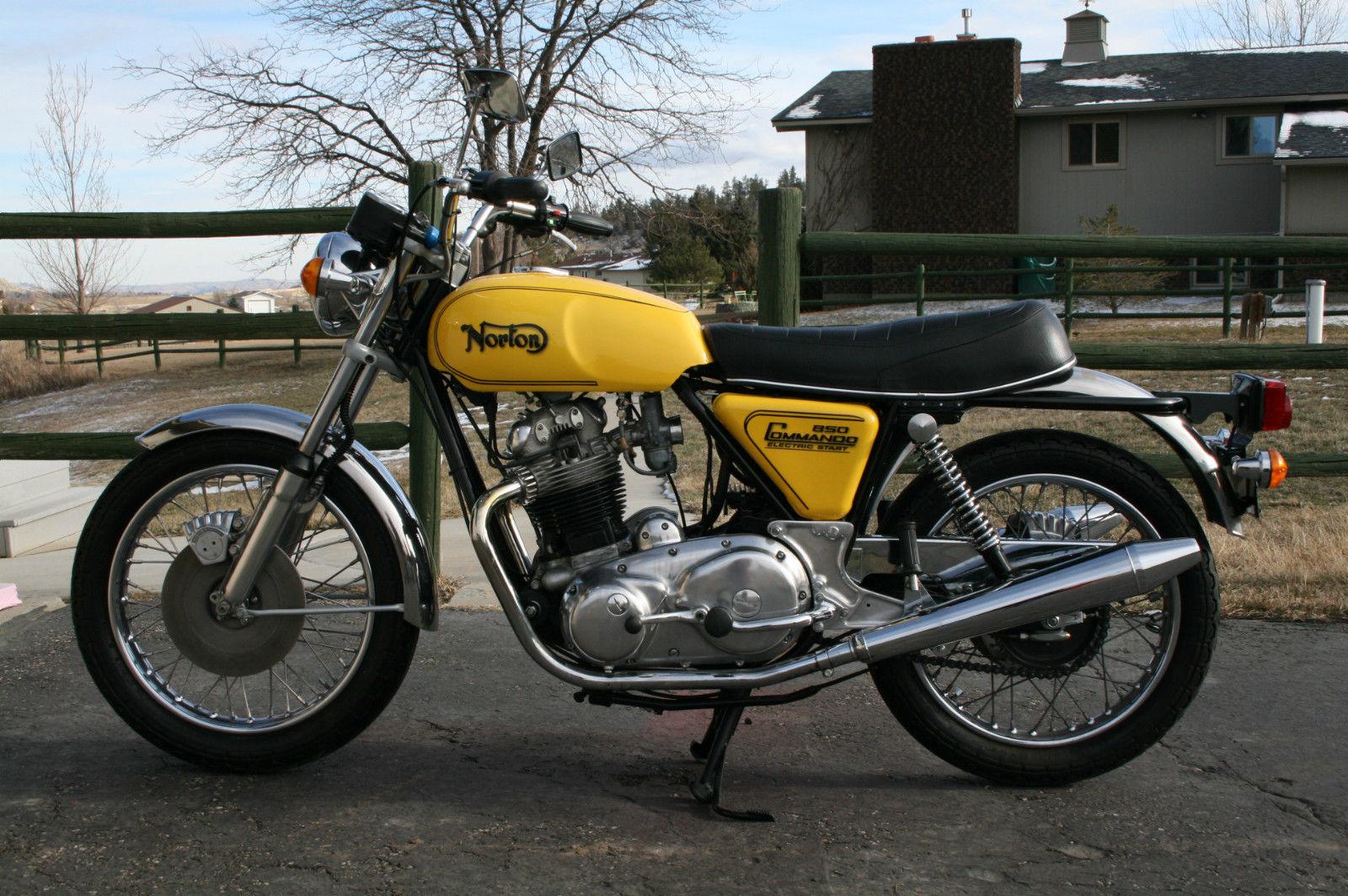 Norton Commando 850 - 1975 - Silencer, Exhaust, Muffler, Motor ans Transmission.