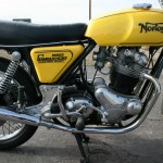 Norton Commando 850 - 1975 - Tank and Side Panel, Footrest Mounting Plate and Levers.