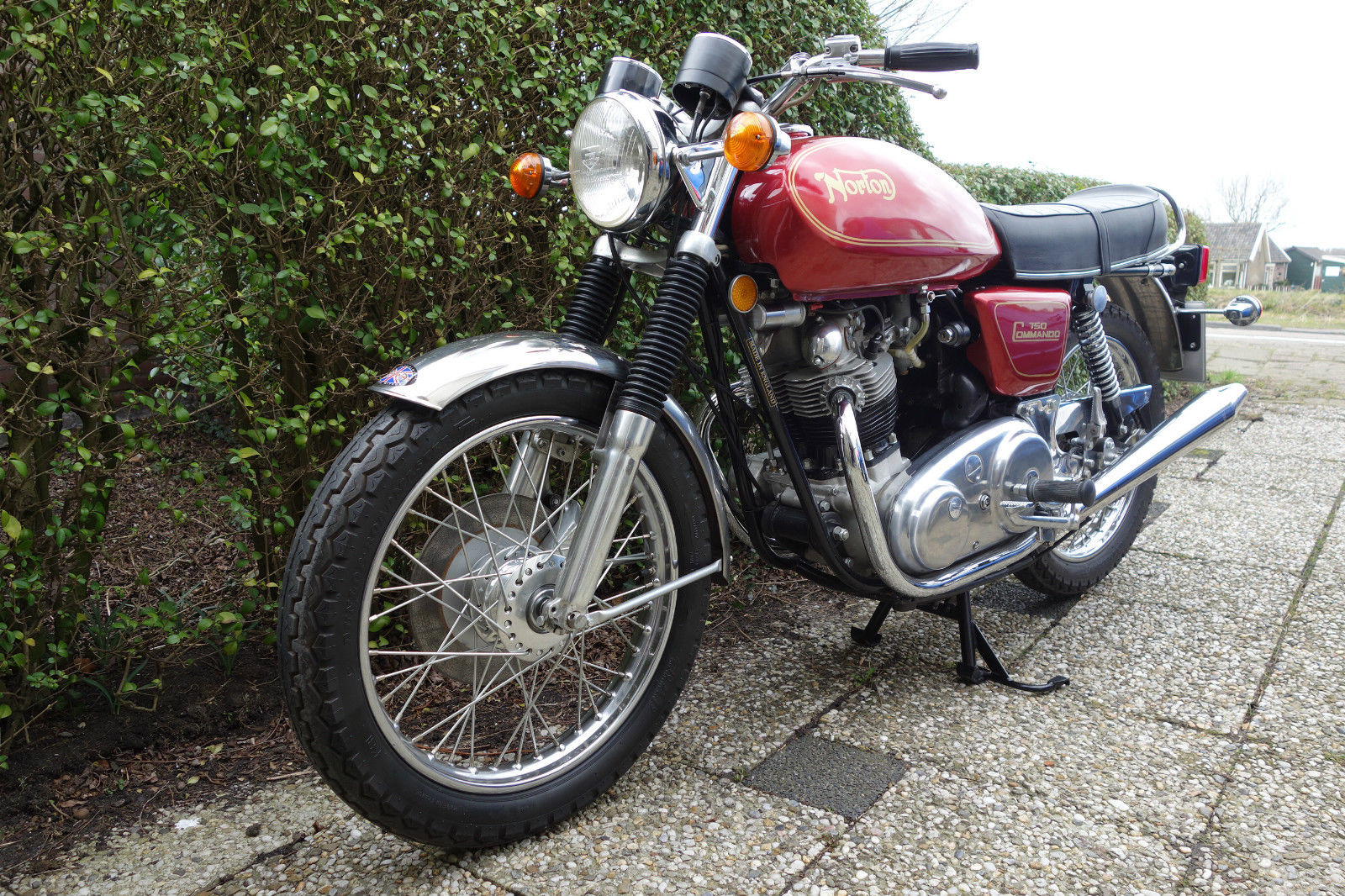 Norton Commando 750 - 1971 - Front Mudguard, Front Forks, Wheel, Headlight and Indicators.