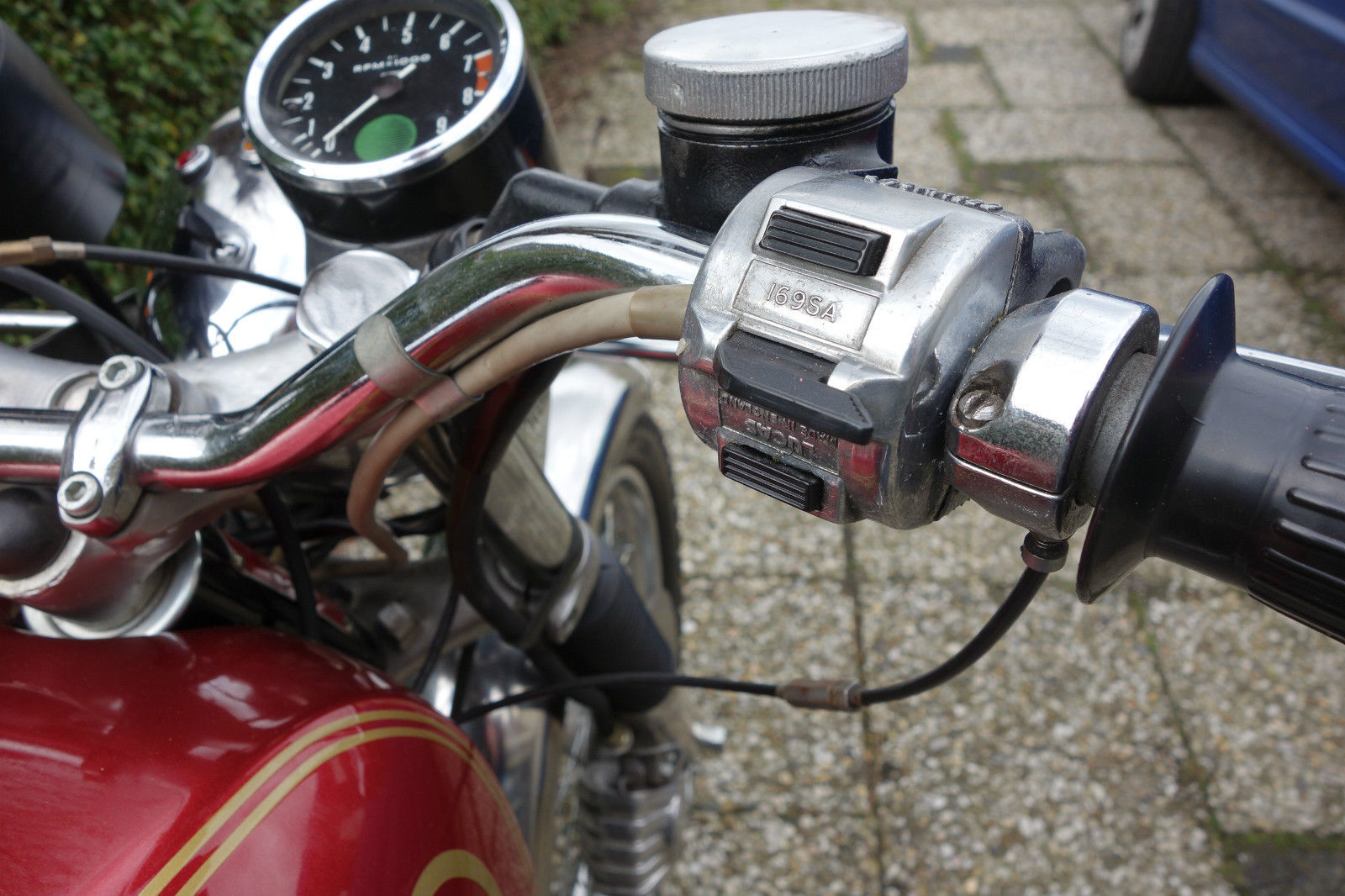 Norton Commando 750 - 1971 - New RH Switch, Handlebars, Brake and Throttle.