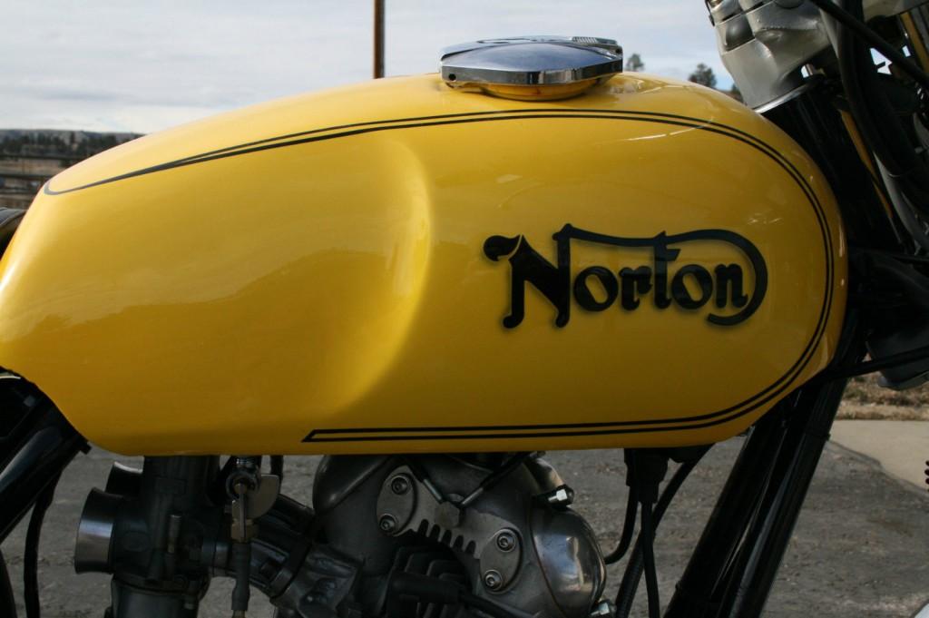 Norton Commando 1975