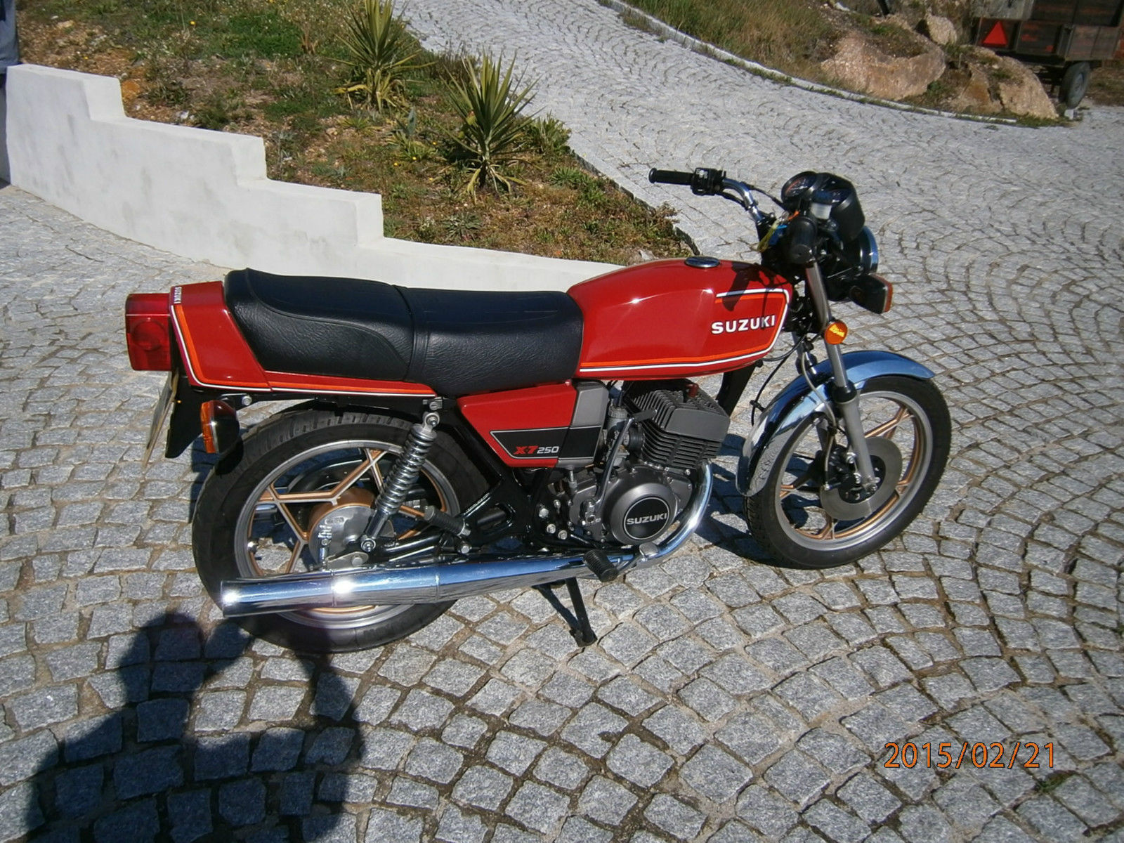 Suzuki X7 - 1982 - Right Side View, Frame and Forks, Seat and Tail Piece, Gas Tank, Wheels and Tyres.
