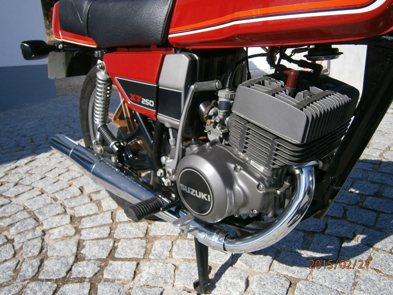 Suzuki X7 - 1982 - Kick Start, Clutch Cover, Side Panel, 250X7 Badge, Motor and Transmission.