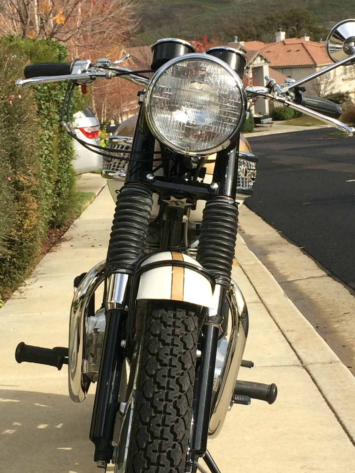 Triumph Bonneville - 1964 - Headlight, Forks, Fender, Footrest and Headers.