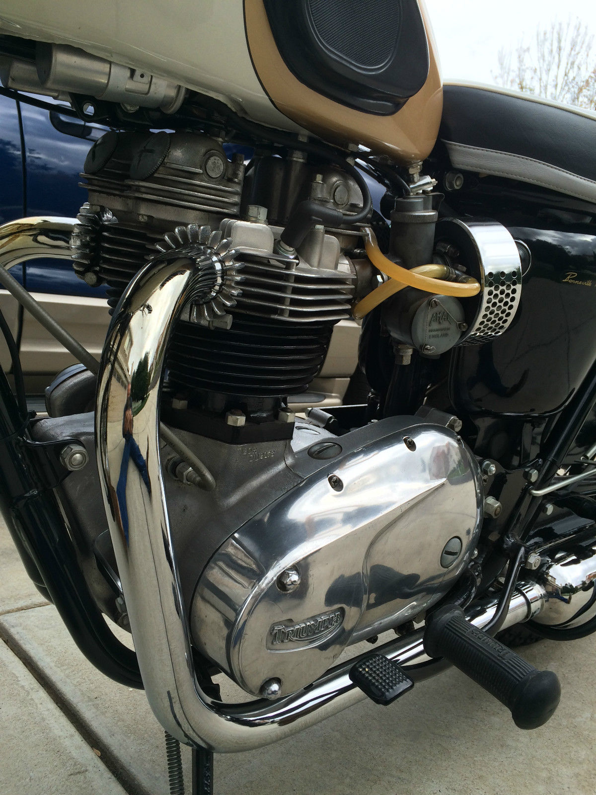 Triumph Bonneville - 1964 - Engine and Gearbox, Exhaust and Cylinders.