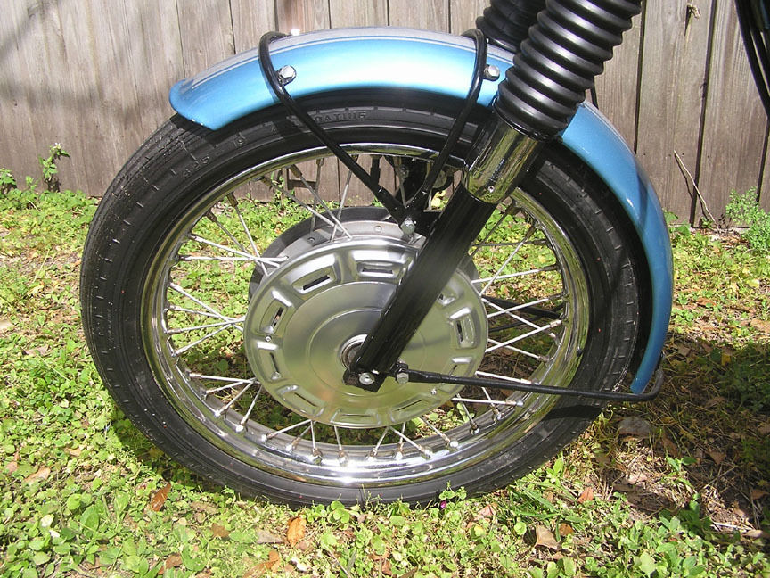 Triumph Trophy TR6 - 1968 - Front Wheel, Mudguard, Wheel Hub Cover, Forks and Fender.