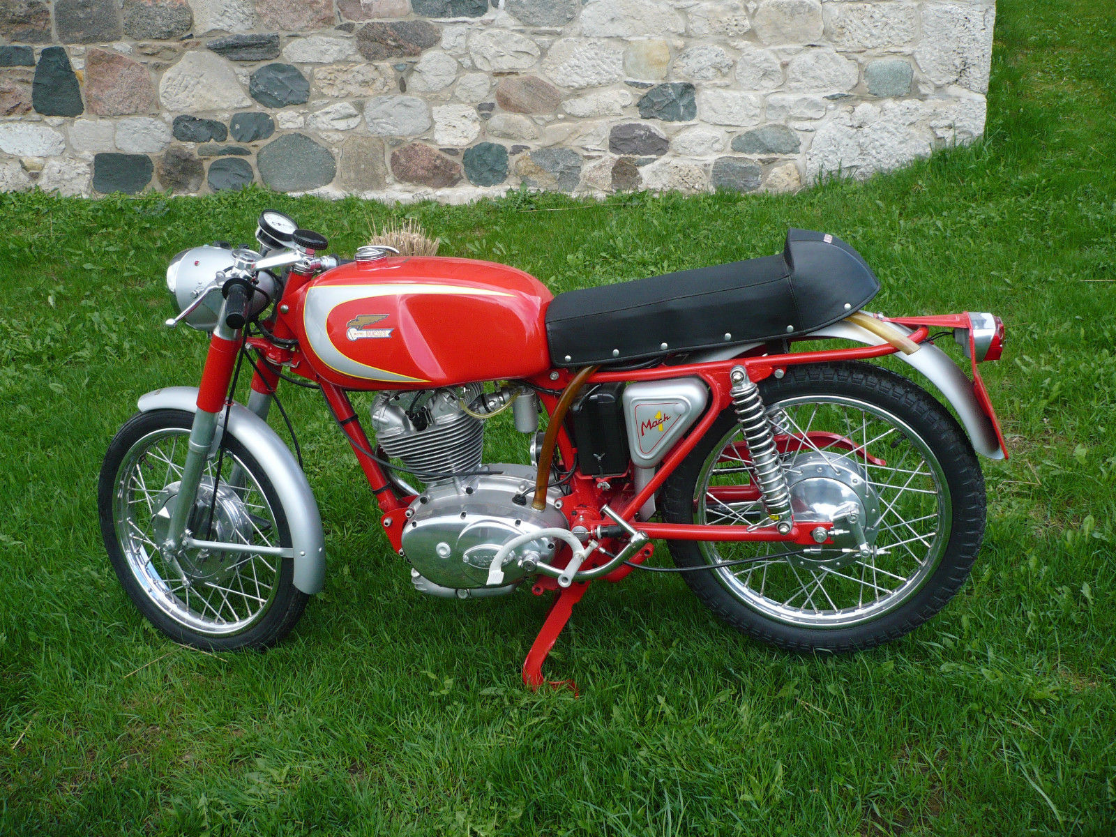 Ducati Mach 1 - 1965 - Left Side View, Motor and Transmission, Kick Start, Swing Arm, Seat and Tank.