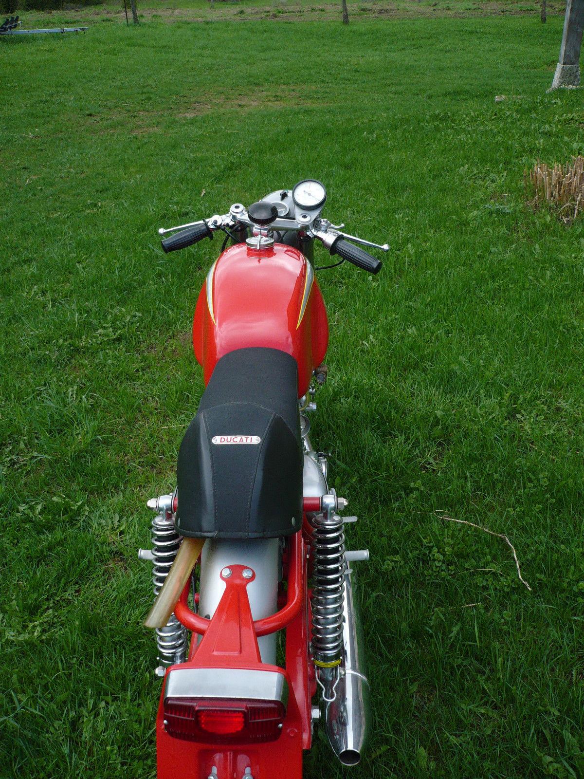 Ducati Mach 1 - 1965 - Seat and Tank.