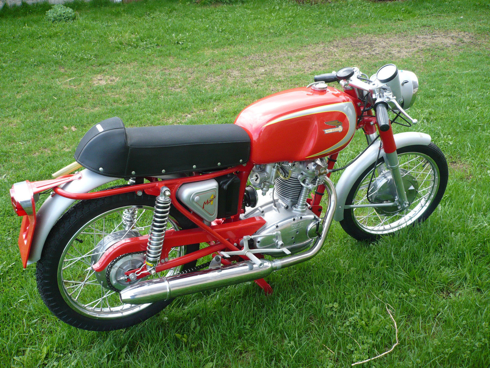 Ducati Mach 1 - 1965 - Right Side View, Engine and Gearbox, Exhaust System, Chain Guard and Wheels.