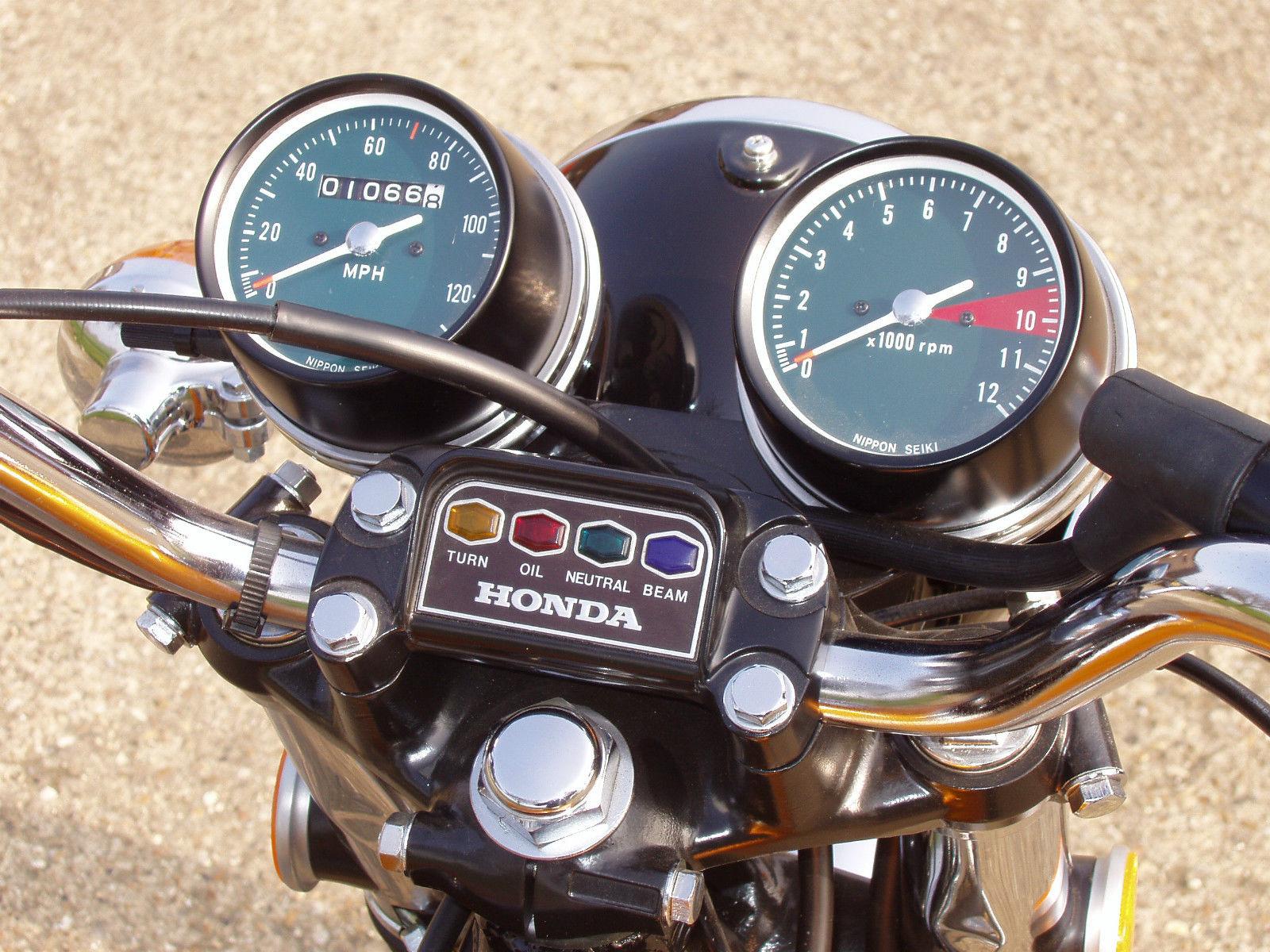 Honda CB500 Four - 1971 - Warning Lights, Handlebars, Speedo and Tacho.