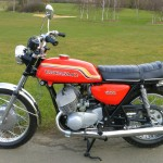 Kawasaki H1C 500 - 1972 - Left Side View, Fuel Tank, Side panel, Seat, Grab Rail and Silencer.