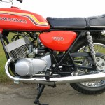 Kawasaki H1C 500 - 1972 - Gas Tank, Side Panel, Muffler and Stand.