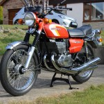 Suzuki GT380 - 1973 - Front Wheel, Brake, Forks, Mudguard, Fender and Spokes.