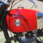 Ariel HS - 1957 - Gas tank, Ariel Badge and Cables.