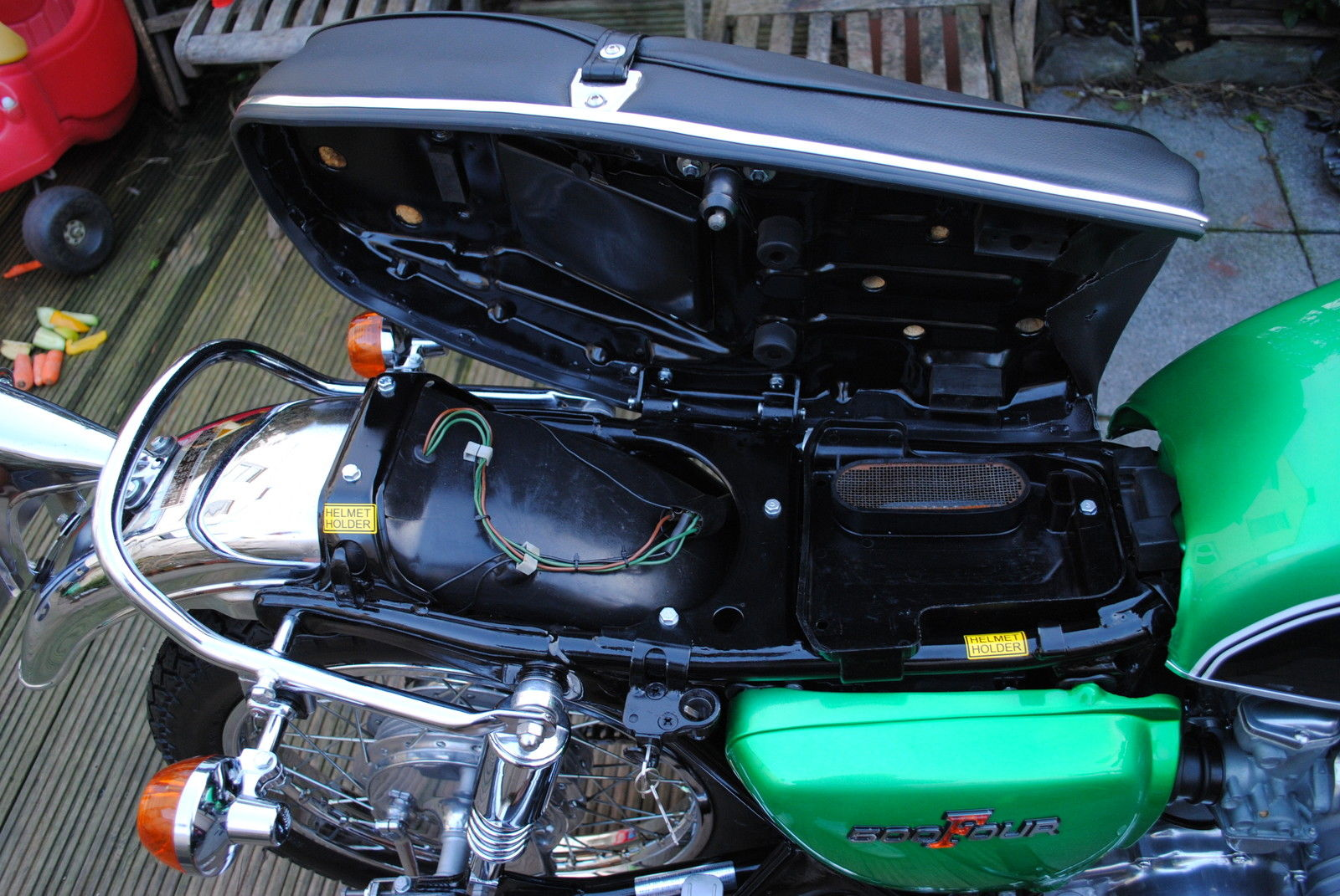 Honda CB500 Four - 1972 - Under Seat, Inner Mudguard, Frame, Side Panel and Battery.