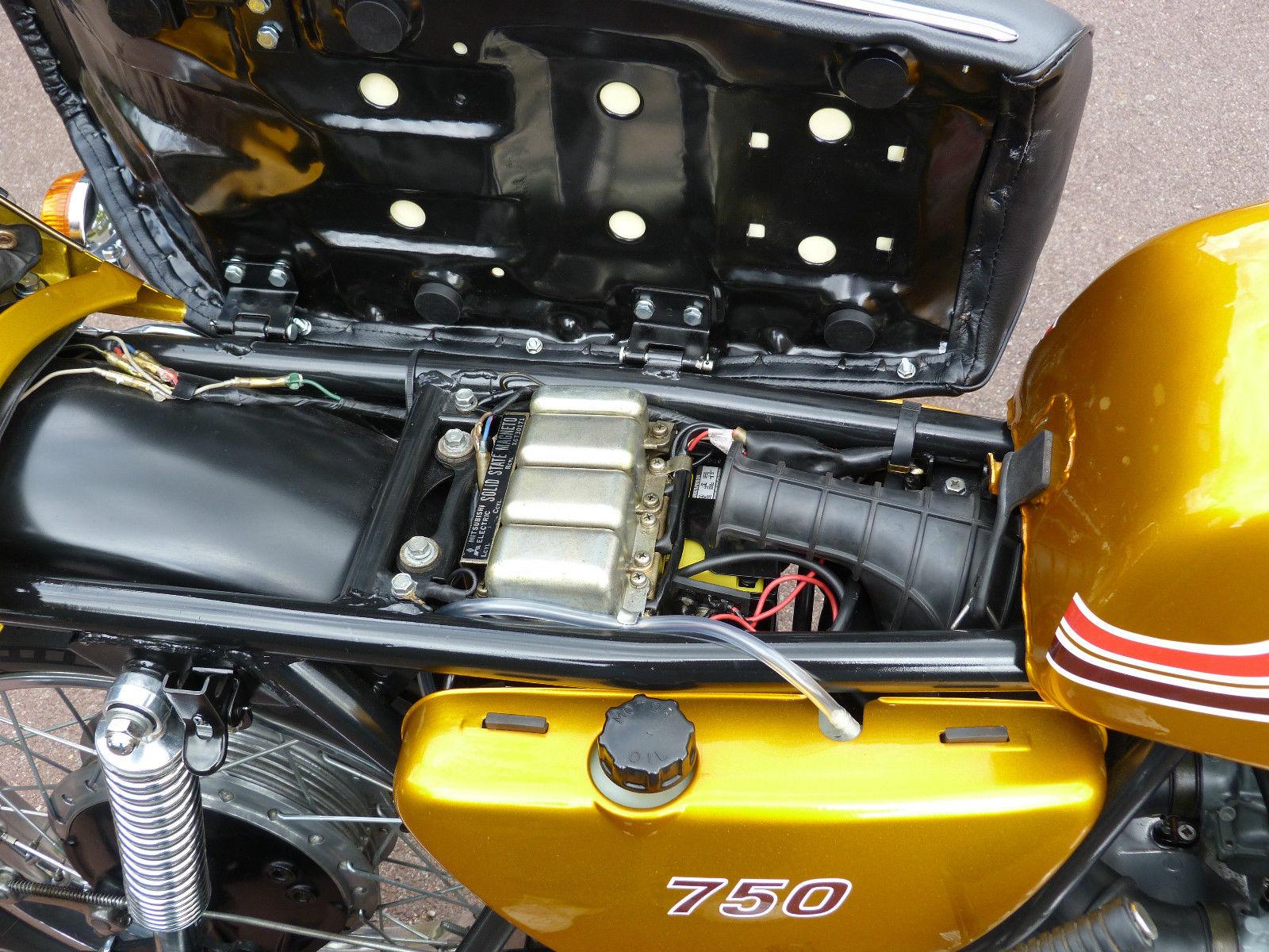 Kawasaki H2 750 - 1972 - Oil Tank, Air Intake, Wiring and Seat Base.