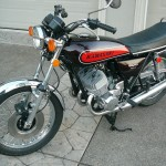 Kawasaki H1 500 - 1974 - Left Side View, Front Wheel, Fender, Forks, Headlight, Indicators, Stand, Mirrors, Speedo and Tacho.