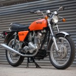 Norton Commando - 1972 - Main Stand, Frame, Forks, Indicators, Headlight and Brackets.